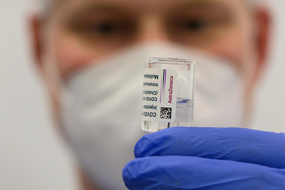 Die bundesweit deutlich geringeren Auslieferungen des AstraZeneca-Impfstoffes bremsen das Impftempo in NRW.