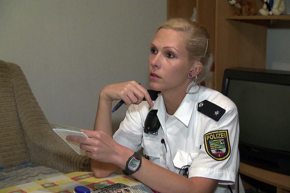 Polizeikommissarin Friederike Schöppe aus Halle (Saale) wurde bei ihrer Arbeit begleitet.