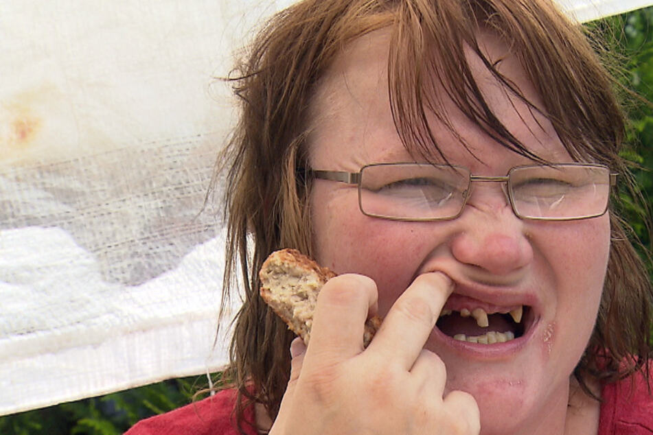 """Christine (34) bekommt endlich neue Zähne: """"Du siehst scheiße aus!"""""""