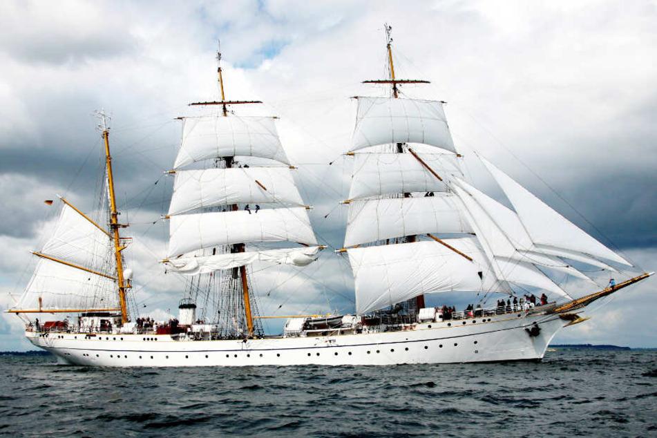 """Ein Bild aus besseren Tagen: Die """"Gorch Fock"""", das Segelschulschiff der Marine, fährt auf der Kieler Förde."""