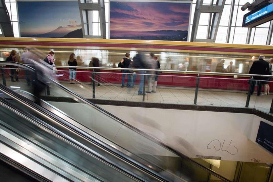 Am Bahnhof Alexanderplatz ist der S-Bahn-Verkehr wegen eines Polizeieinsatzes eingestellt.