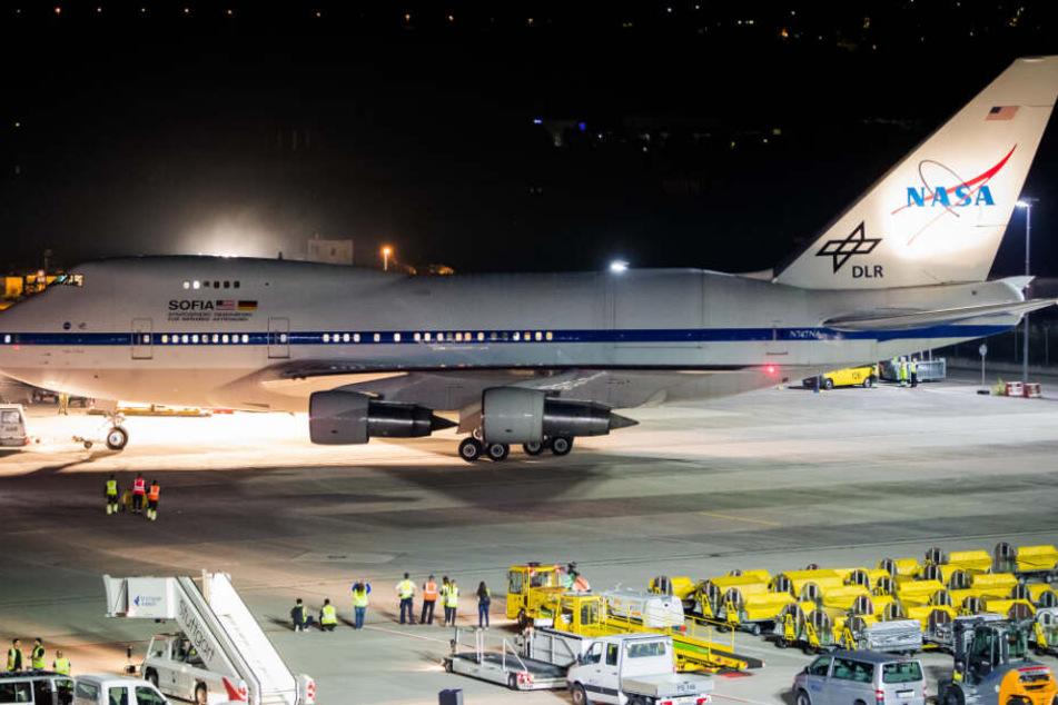 """Die fliegende Sternwarte """"SOFIA"""", eine Boeing 747-SP der NASA, erreichte in den frühen Morgenstunden den Stuttgarter Flughafen."""