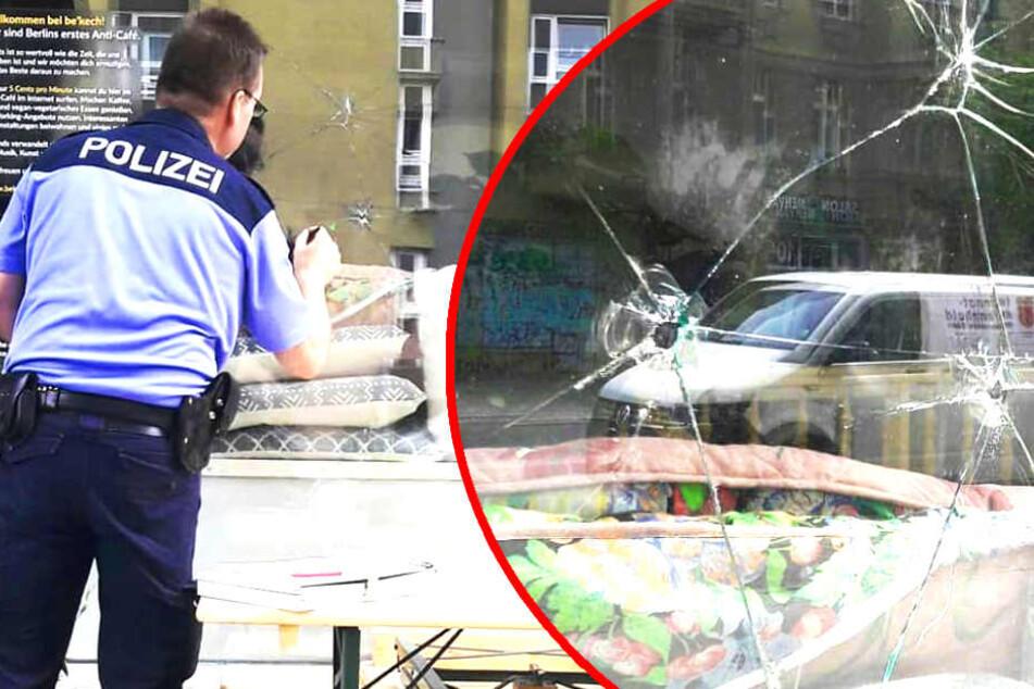 Einschusslöcher! Wurde Berliner Café Opfer von Angriffen?