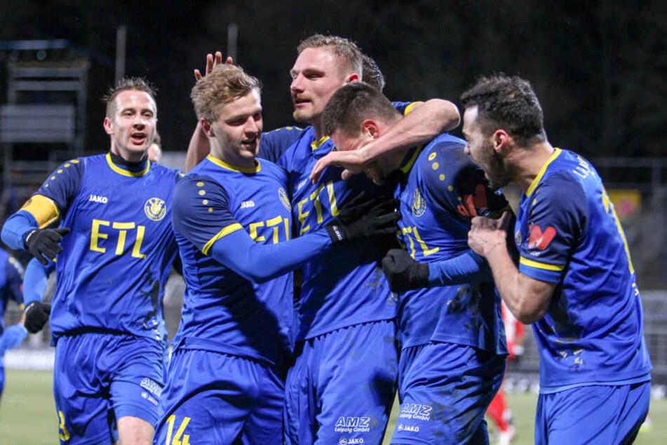 Großer Jubel: Die Blau-Gelben konnten beim ersten Nachholspiel im heimischen Stadion drei wohlverdiente Punkte einfahren.