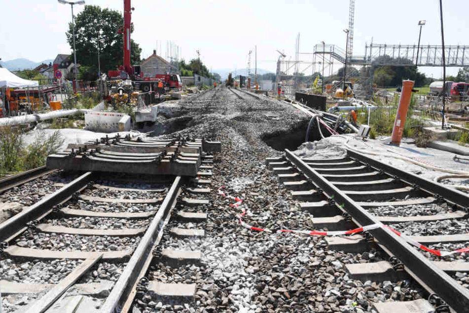 An der Baustelle des Bahntunnels Rastatt finden Arbeiten statt. Dort haben sich Bahngleise abgesenkt. (Archivbild)