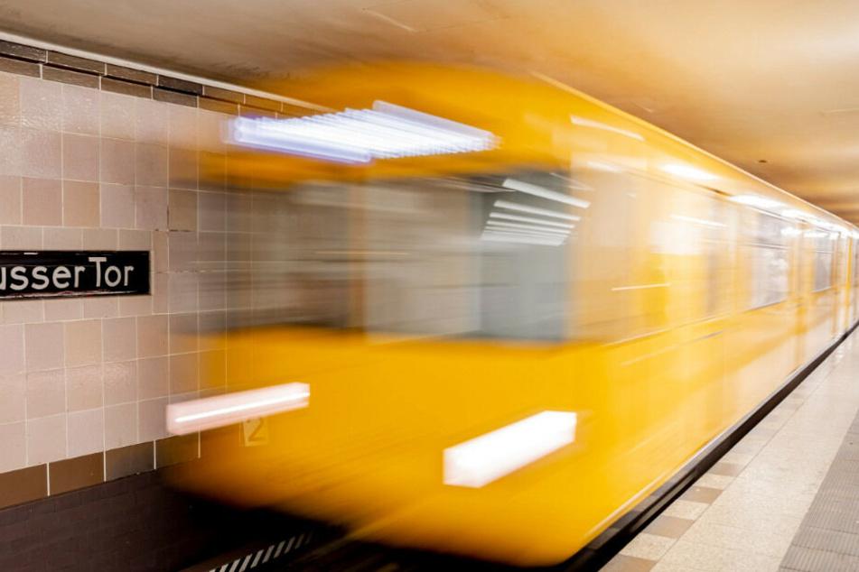 Der Betrunke ist zuvor aus dem U-Bahnhof verwiesen worden. (Symbolbild)