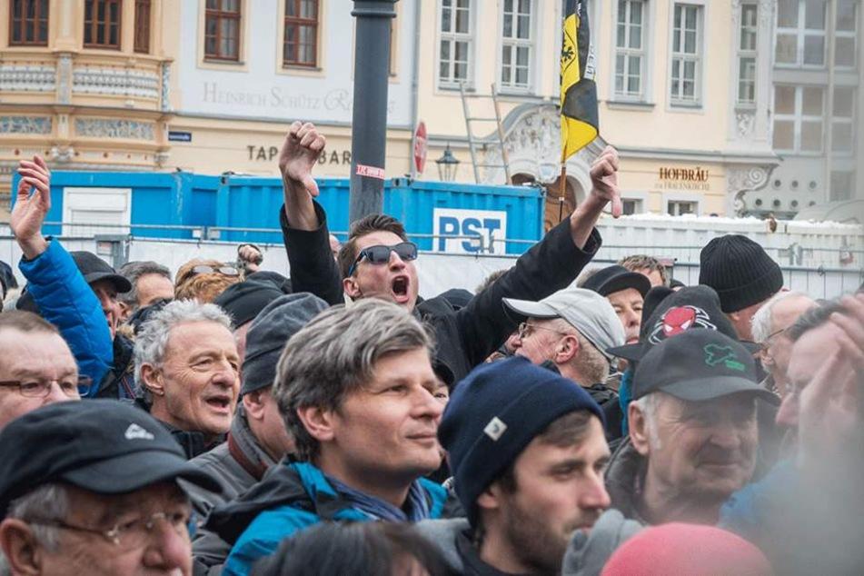 Gegen die Busse vor der Frauenkirche gab es teilweise recht aggressiven Protest.