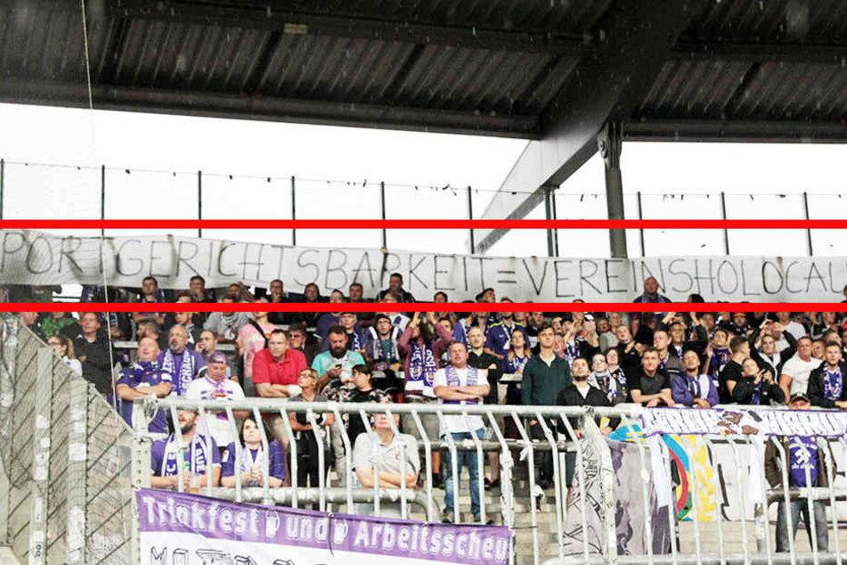 Das Banner wurde beim Aue-Spiel in Braunschweig hochgehalten.