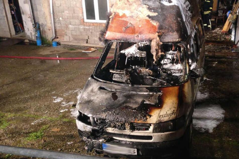 Das Wohnmobil brannte komplett aus.