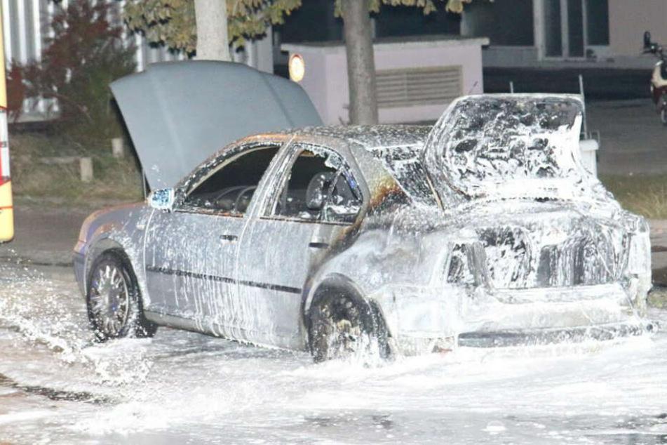 Berlin: Unbekannte zünden Auto der türkischen Botschaft an