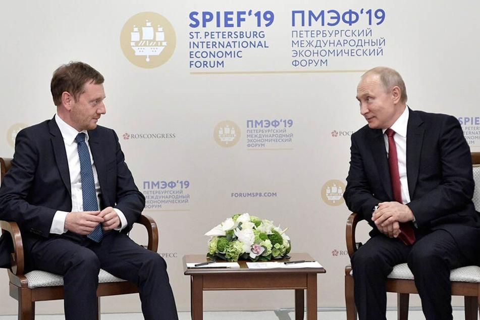 Das Treffen von Ministerpräsident Kretschmer (l.) mit Wladimir Putin Anfang Juni hatte für große Aufregung gesorgt.