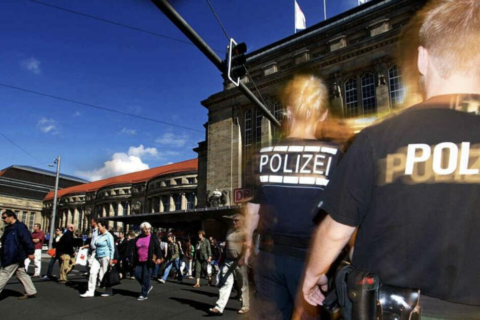 Am Hauptbahnhof stieg das Paar aus, dann wurde der Freund gewalttätig. (Symbolbild)