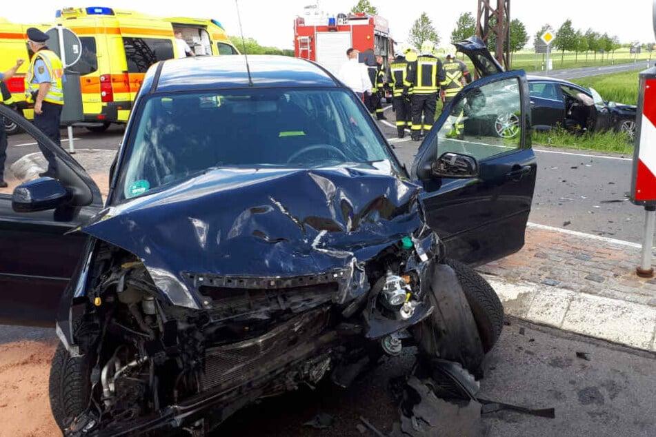 Ein Tesla und ein Mazda sind am Montag bei Krostitz ineinander gerauscht.