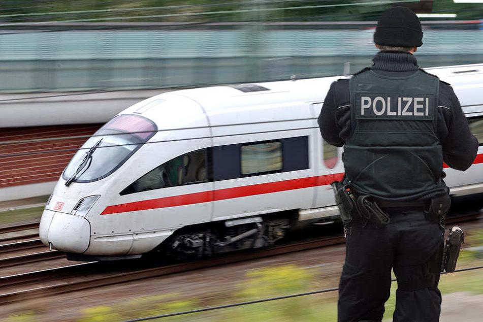 Die Polizei musste die Schwarzfahrerin aus dem ICE begleiten.