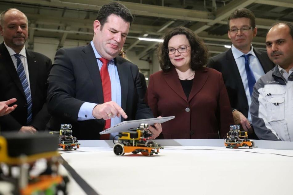 Nahles und Heil bei VW: Wie läuft der Umbau zum Elektro-Standort?