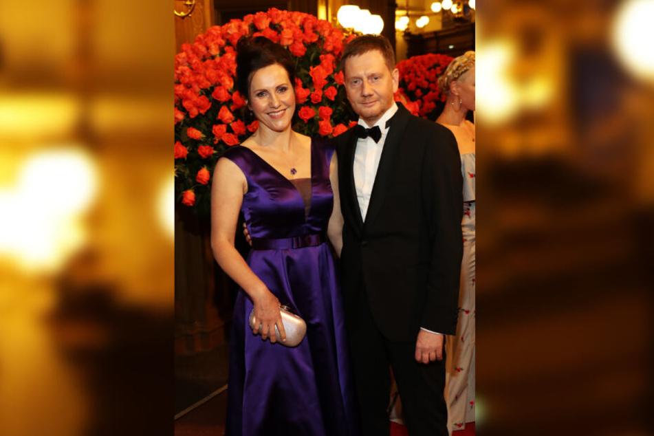 Sachsens Ministerpräsident Michael Kretschmer (44, CDU) freute sich mit Lebensgefährtin Annett Hofmann (43) auf den Abend.