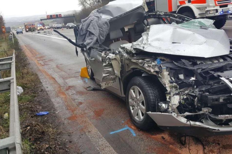Der Wagen war nach dem Aufprall völlig zerstört.