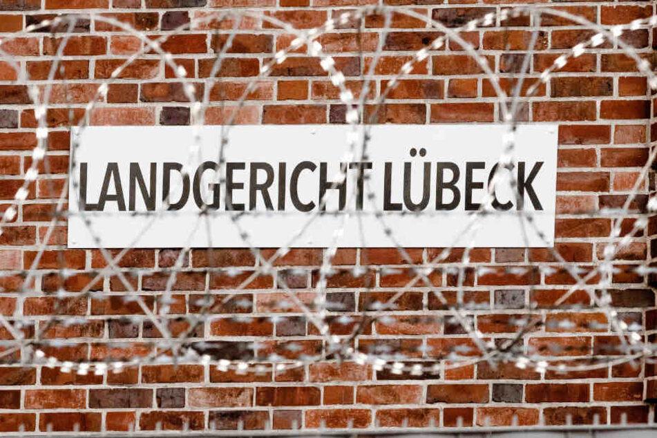 Die Verhandlung wird vor dem Lübecker Landgericht geführt.