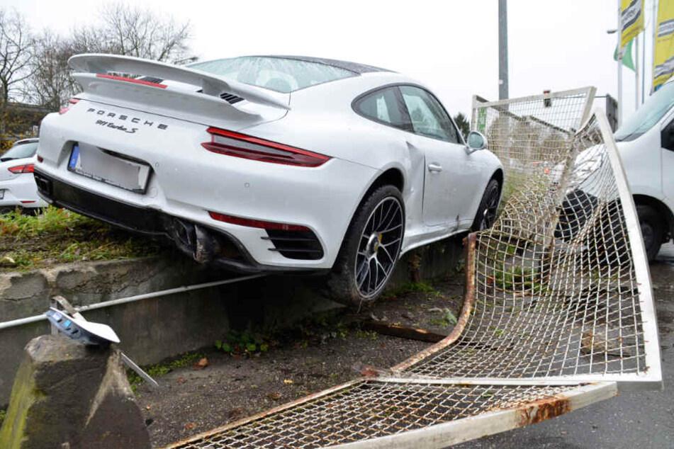 So schnell kann man an einem 200.000 Euro teuren Wagen 50.000 Euro Schaden produzieren.