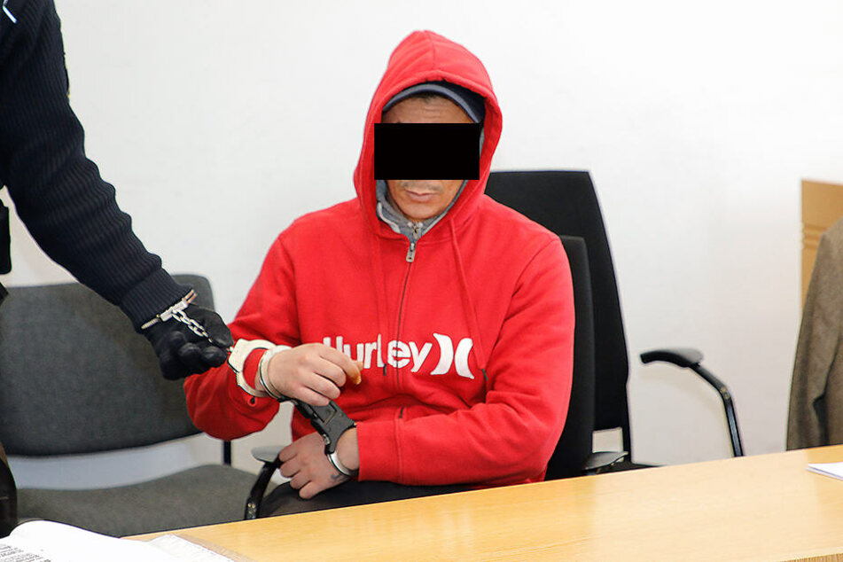 """Hamadi K. (38) bekam nach seinem wirren Auftritt drei Monate Straf-""""Rabatt""""."""