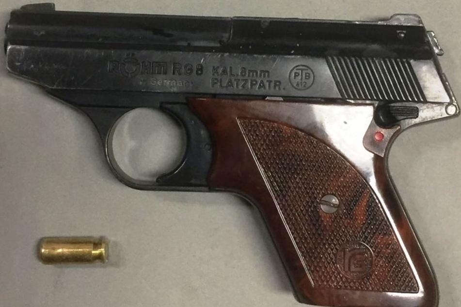 Mit dieser Schreckschusswaffe schoss der 21-Jährige um sich.