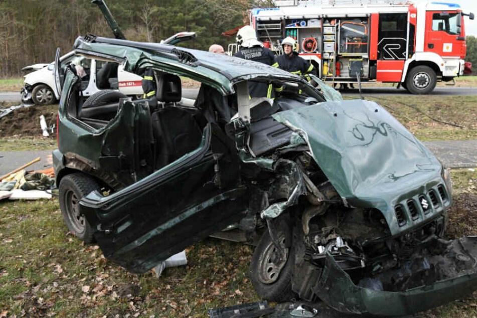 Der Fahrer wurde eingeklemmt und musste befreit werden.