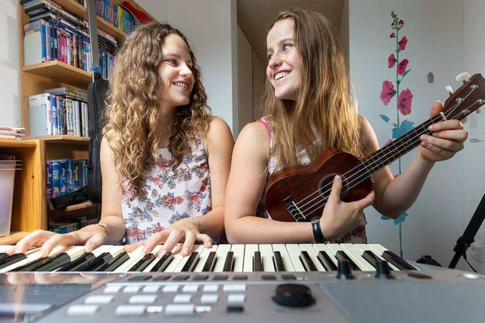 So kennen die Fans ihre zwei Lieblinge: Gemeinsam musizieren die Schwestern.