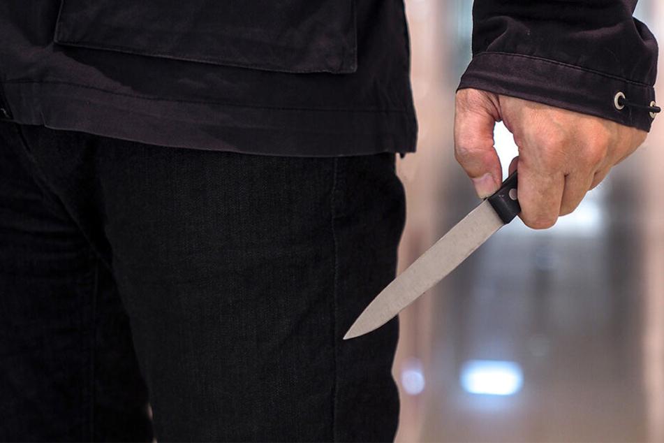 Das Messer kam bereits in der Wohnung erstmals zum Vorschein (Symbolbild).