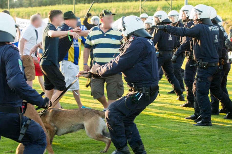 Die österreichische Polizei griff mit einem Großaufgebot von Einsatzkräften ein.