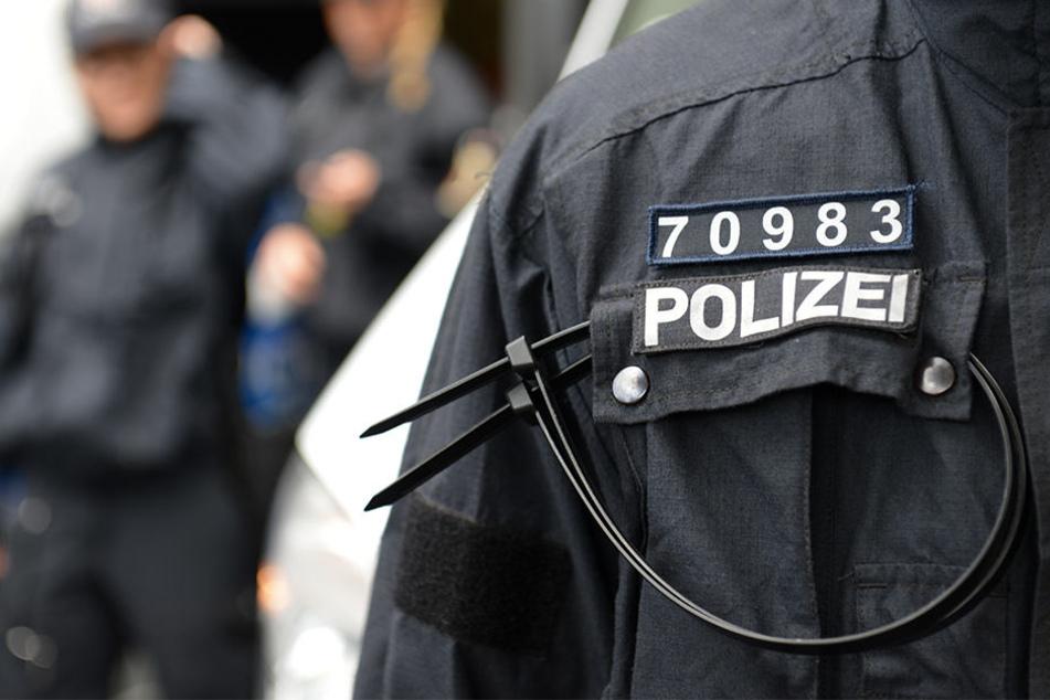 Die Polizei sucht nach drei potentiellen Brandstiftern.