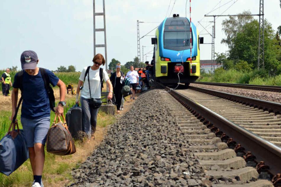 Rund 200 Passagiere mussten den Zug verlassen.