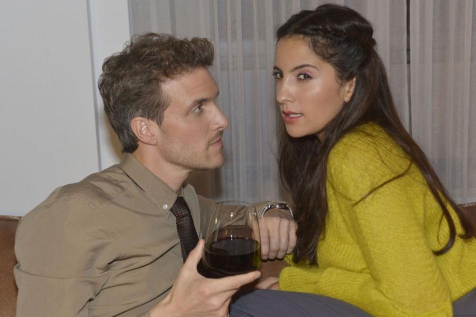 Felix und Laura wollen sich das Vereinsheim endlich ganz unter den Nagel reißen.
