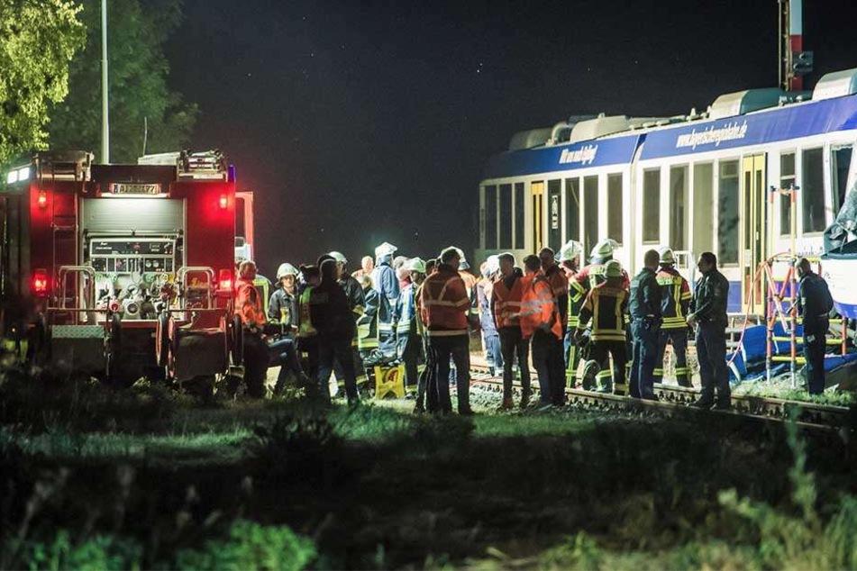 Beim Zusammenstoß eines Personenzugs mit einem Güterzug in Schwaben sind zwei Menschen ums Leben gekommen und 14 verletzt worden.