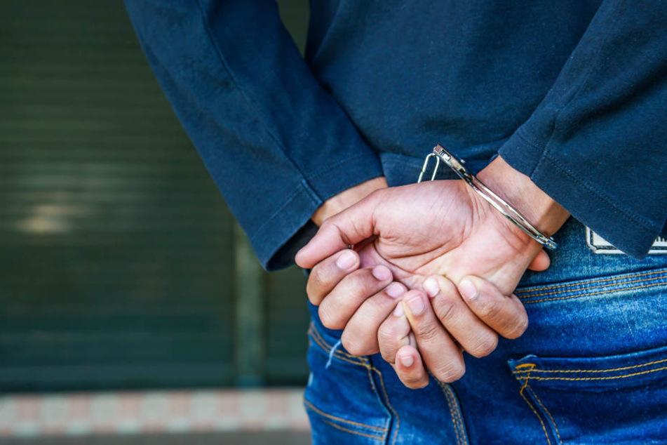 Mann läuft in Erfurt über rote Ampel und sorgt für eigene Festnahme