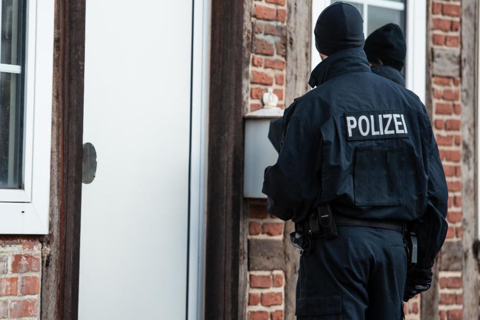 Die Polizei konnte die Adresse des Mannes herausfinden - mit Folgen. (Symbolbild)