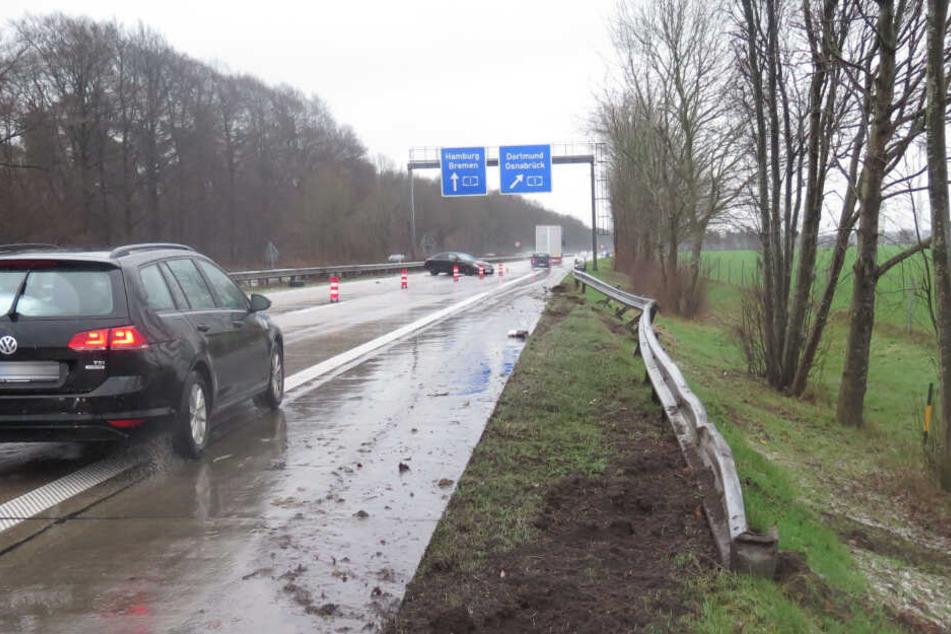 Das Auto prallte erst in die Leitplanke und kam anschließend mitten auf der Autobahn zum Stehen.