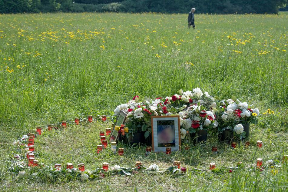 Blumen erinnerten im Niddapark an die ermordete Irina A.