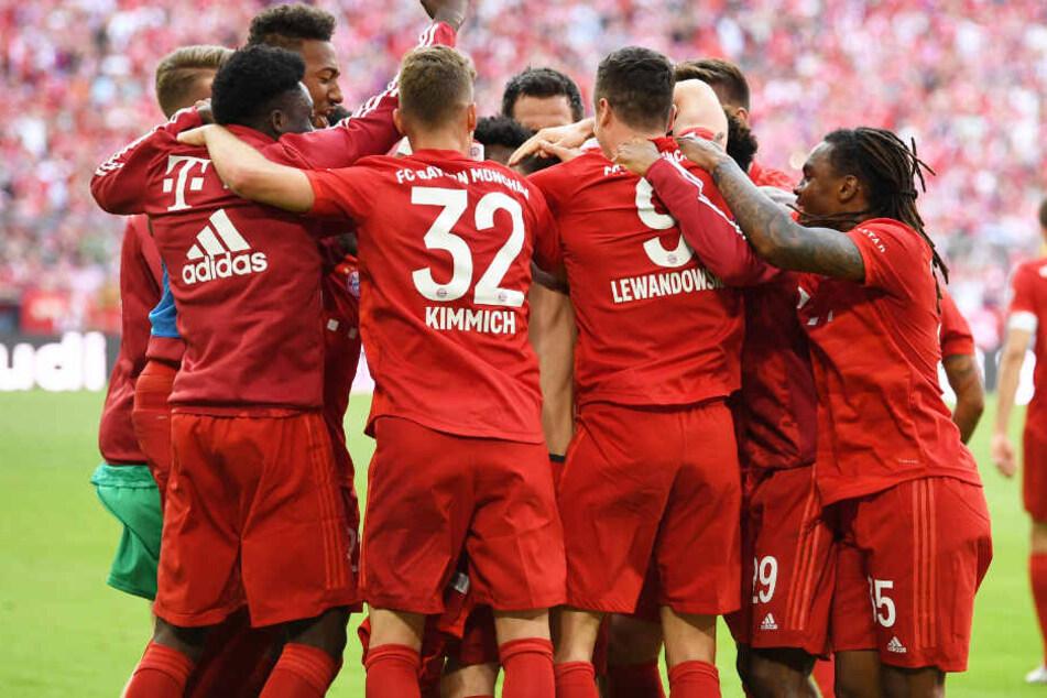 Der erste Titel der Saison ist perfekt: Der FC Bayern ist zum siebten Mal in Serie Deutscher Meister.