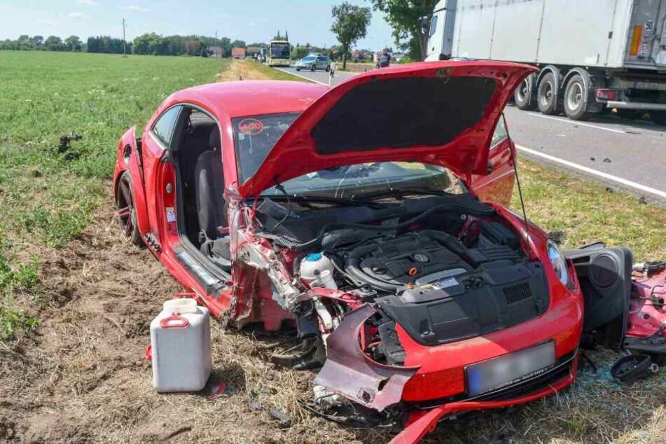 Der Aufprall war so heftig, dass die Beifahrerseite des Beetle abgerissen wurde.