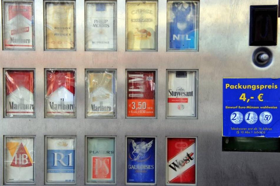 Diebe haben in Großmölsen einen Zigarettenautomat geklaut.