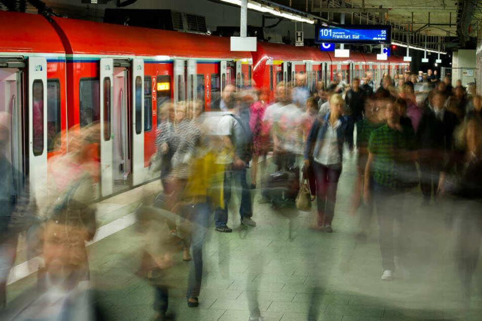 Bis voraussichtlich Sonntag müssen die Bahnfahrer in Frankfurt und Offenbach auf einigen S-Bahn-Linien mit Einschränkungen rechnen.