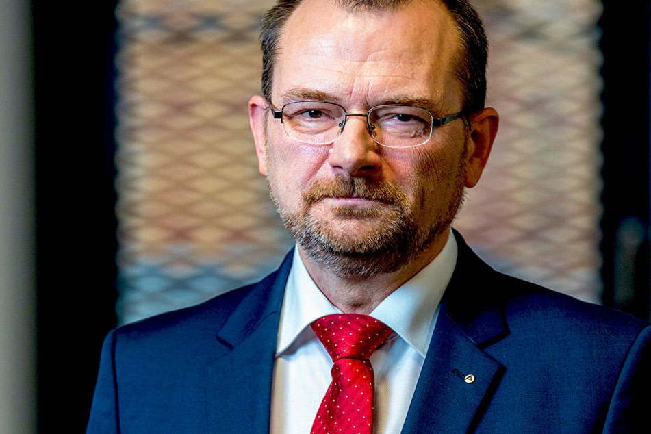 Sachsens Arbeitsagentur-Chef Klaus-Peter Hansen (54) wirbt um rückkehrwillige  Pendler.