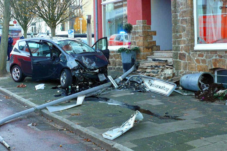 Bei diesem Unfall wurde ein Ehepaar schwer verletzt.