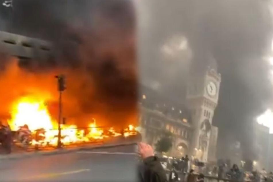 Nach Demonstrationen brannten am Bahnhof Autos ab. Vom Gare de Lyon fahren Züge in Richtung Südfrankfreich.