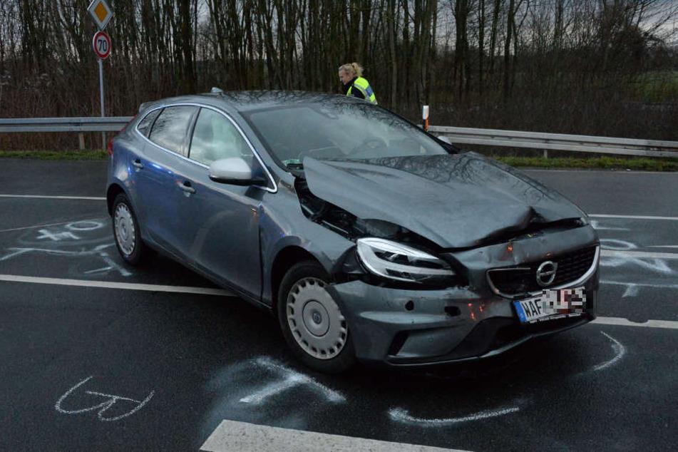 Beim Abbiegen übersehen: Zwei Verletzte nach Crash
