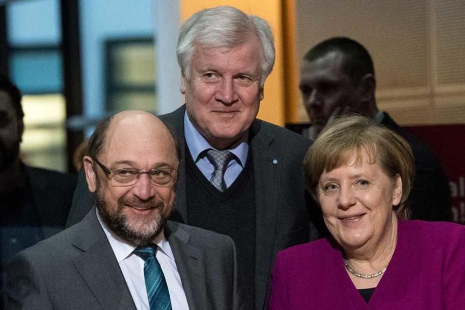 Horst Seehofer (Mi.) soll nach Berlin wechseln und im neuen Kabinett Innenminister werden.