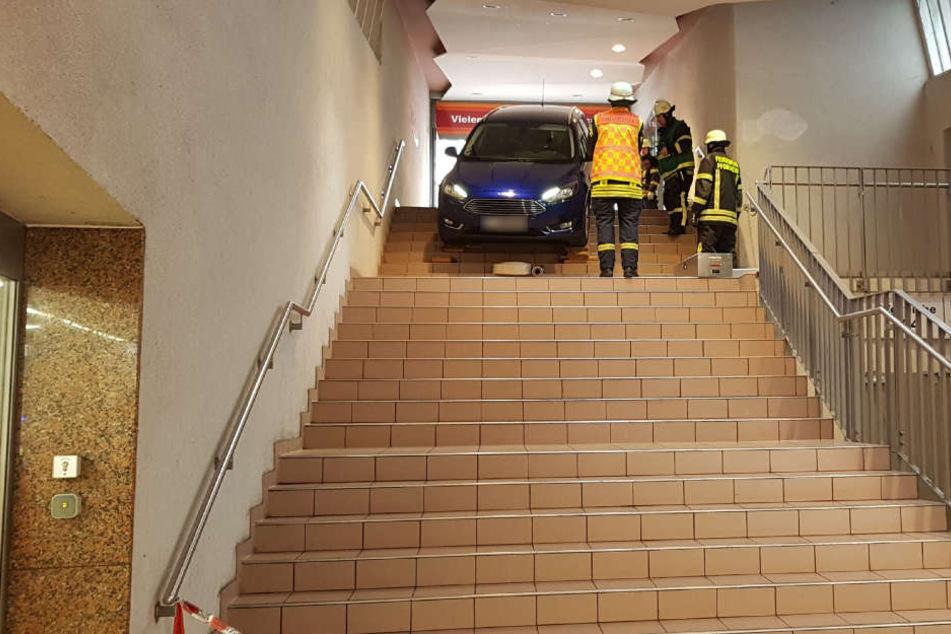 Die obersten Treppenstufen bremsten den Wagen ab.