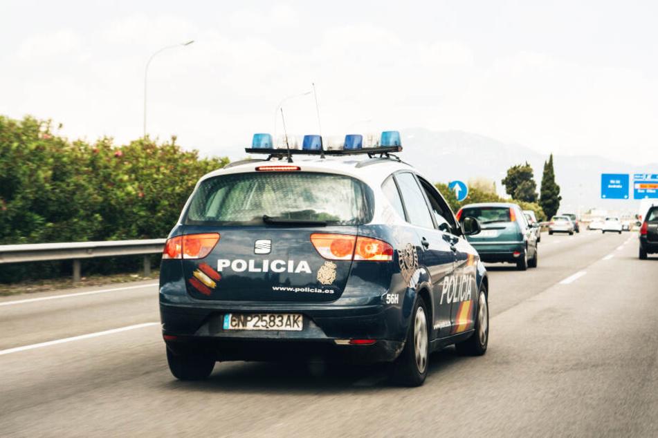 Die spanische Polizei war im Einsatz und ermittelte die Mutter in einer Kneipe (Symbolbild).