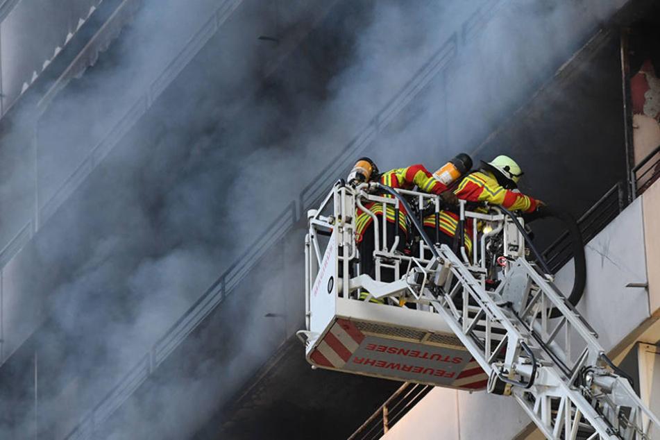 Brand im Wohnblock: Fünf Menschen verletzt