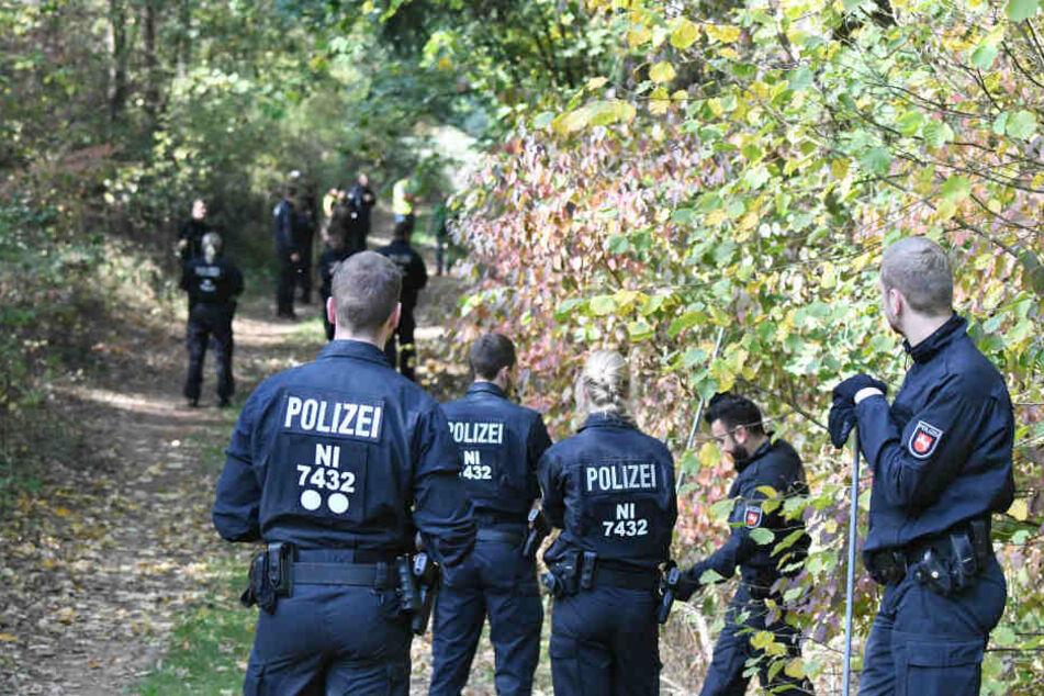 Woher stammen die Knochenfunde im Wald bei Lüneburg, die die Polizei im Oktober gemacht hat (Archivbild)?